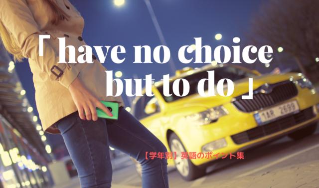 夜スマホ片手に黄色いタクシーを拾おうとしているジーンズの女性の姿